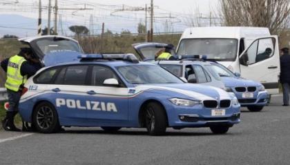 Rimini: cani malnutriti e chiusi in un caravan, denunciato un uomo
