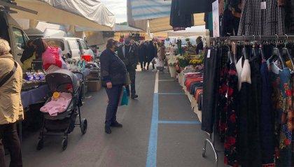 Riccione: sindaca e assessora pagano di tasca propria la sicurezza del mercato settimanale