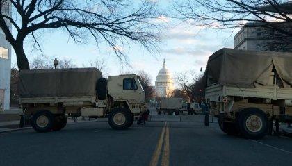 Washington, vigilia blindata. Biden farà un appello all'unità. L'addio di Trump in un video