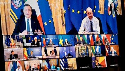 """Vaccini, Draghi: """"Nessuna scusa sui ritardi""""; anche l'Italia nella filiera del confezionamento delle fiale"""