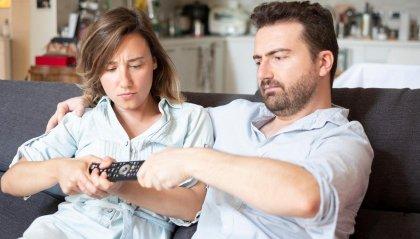 Guardare la Tv in coppia fa litigare