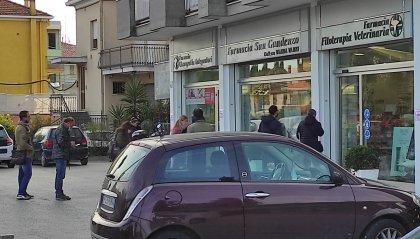Rimini: in fila per fare il tampone in farmacia