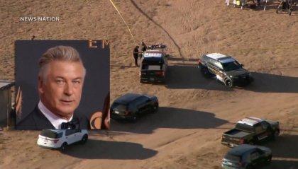 Alec Baldwin spara sul set, ma la pistola era carica. Muore la direttrice della fotografia