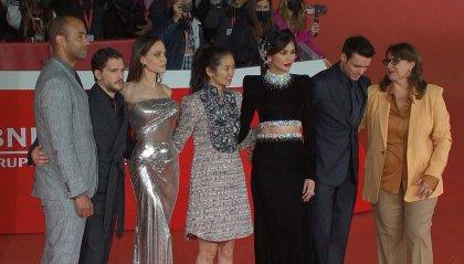 """La Festa del cinema di Roma chiude con Angelina Jolie e il cast di supereroi di """"Eternals"""""""